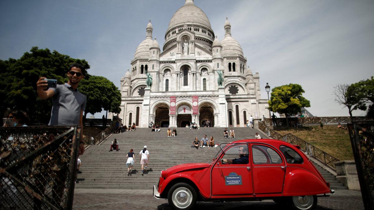 Paris overview looks for post-lockdown jumpstart for classic Citroen 2CV excursion
