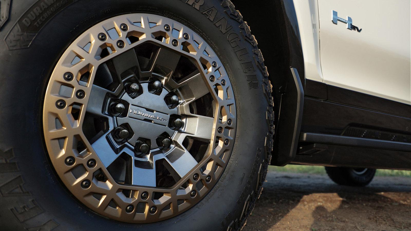 2022 GMC Hummer EV beadlock wheel