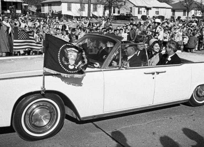 2 Lincolns last utilized by Head of state John F. Kennedy will certainly be auctioned