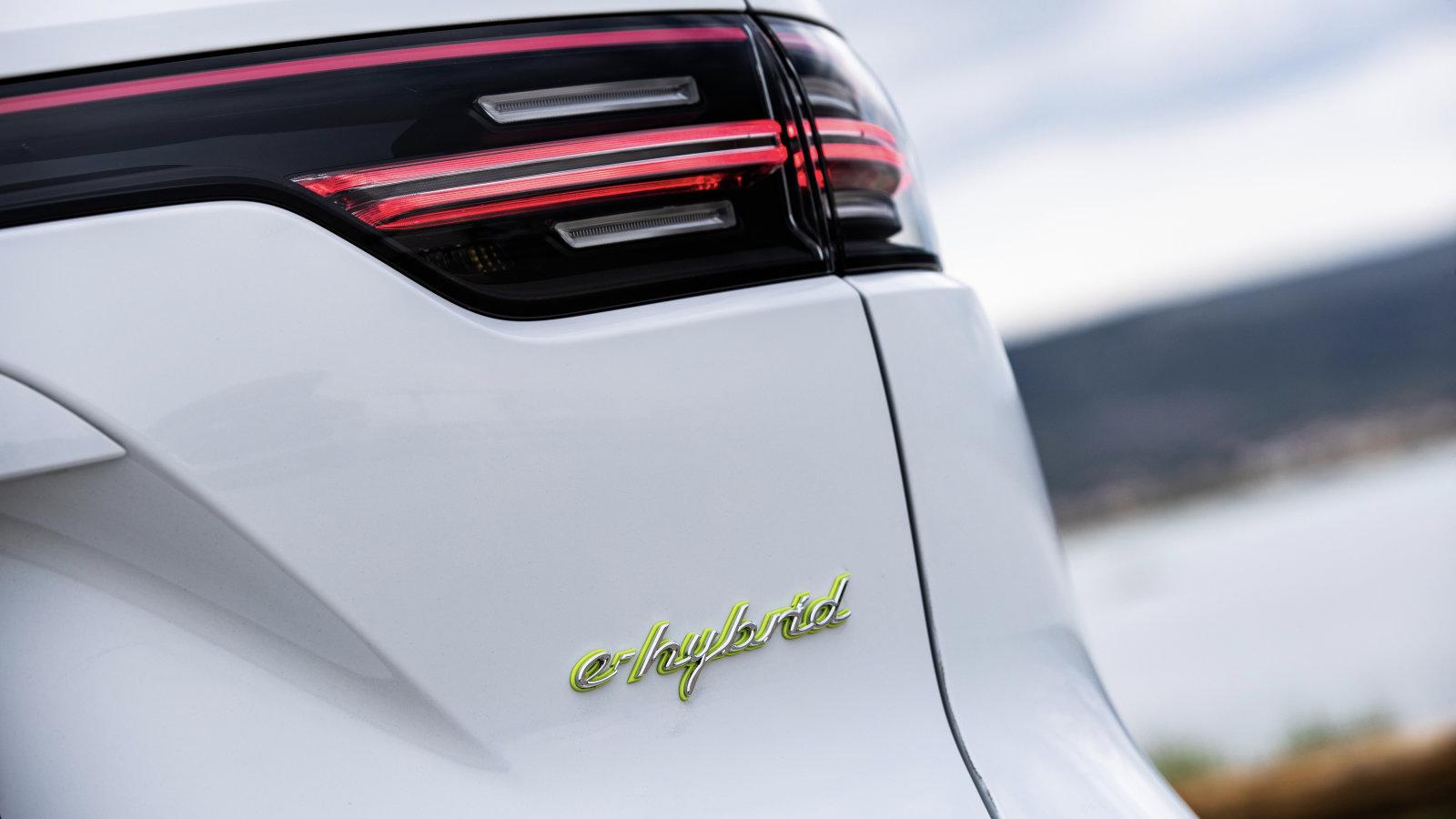 2021 Porsche Cayenne E-Hybrid, Turbo S E-Hybrid gain bigger batteries