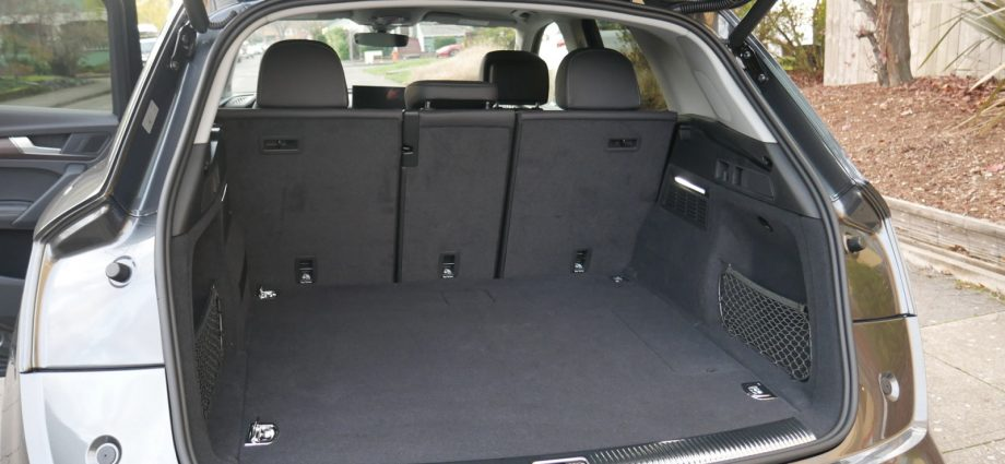 2021 Audi Q5 Travel Luggage Examination|Just how much suit the trunk