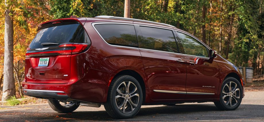 2021 Chrysler Pacifica First Drive|What's brand-new, UConnect 5, Peak