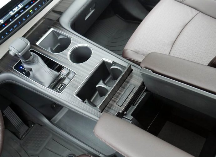 2021 Toyota Sienna Inside Storage Space Evaluation|Design plus material