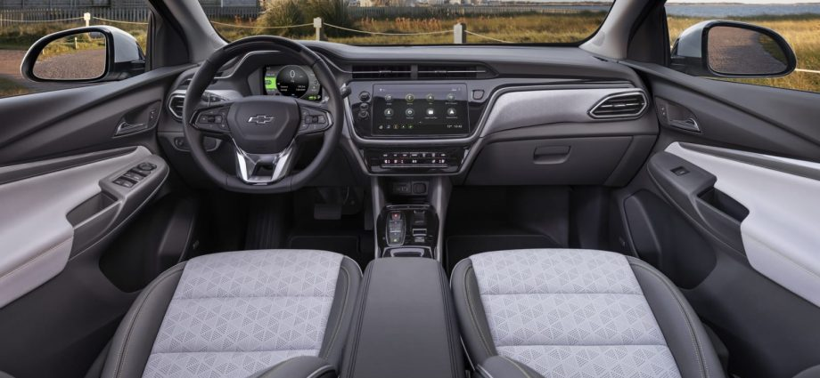 2022 Chevrolet Screw EUV First Drive Evaluation What's brand-new, array, rear seats room
