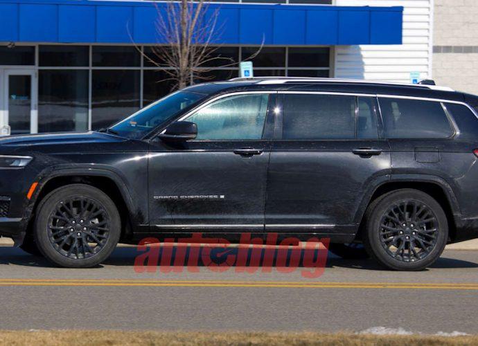 2022 Jeep Grand Cherokee 2-row spy images disclose distinct bodywork