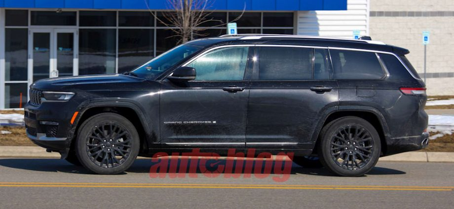 2022 Jeep Grand Cherokee 2-row spy images disclose distinct bodywork