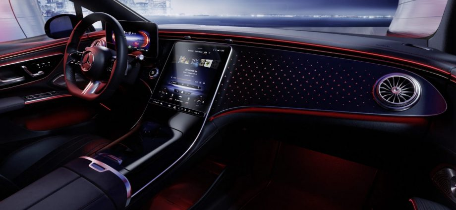 2022 Mercedes-Benz EQS reveals its common inside without the gigantic Hyperscreen