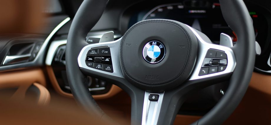 2021 BMW 5 Collection Inside Evaluation|The fully grown option