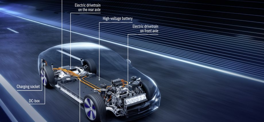 Mercedes-Benz EQS exposes its powertrain as well as battery keys thoroughly