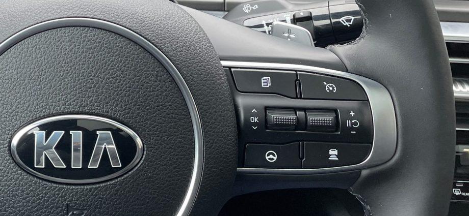 Kia, Hyundai, Genesis Freeway Driving Help Evaluation|Smooth as it obtains