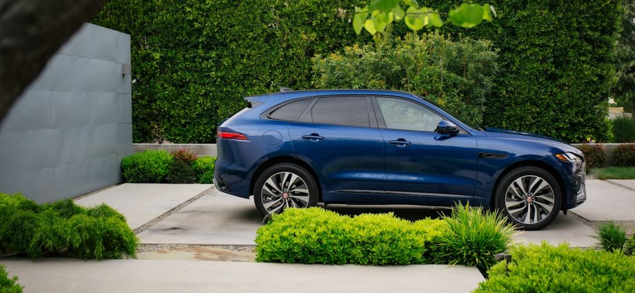2021 Jaguar F-Pace First Drive Evaluation|A packed upgrade with a great deal to such as