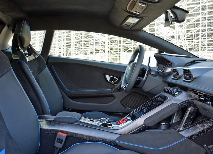 2021 Lamborghini Huracán EVO RWD First Drive One clever, clean bull