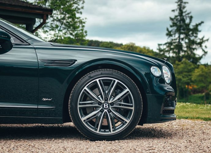 2022 Bentley Traveling Spur Crossbreed has pure electrical array, near-V8 efficiency