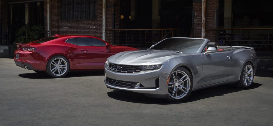 The four-cylinder Ford Mustang and also Chevy Camaro deserve your regard and also factor to consider