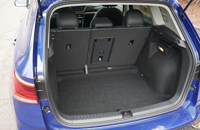 2022 Volkswagen Taos FWD Baggage Examination