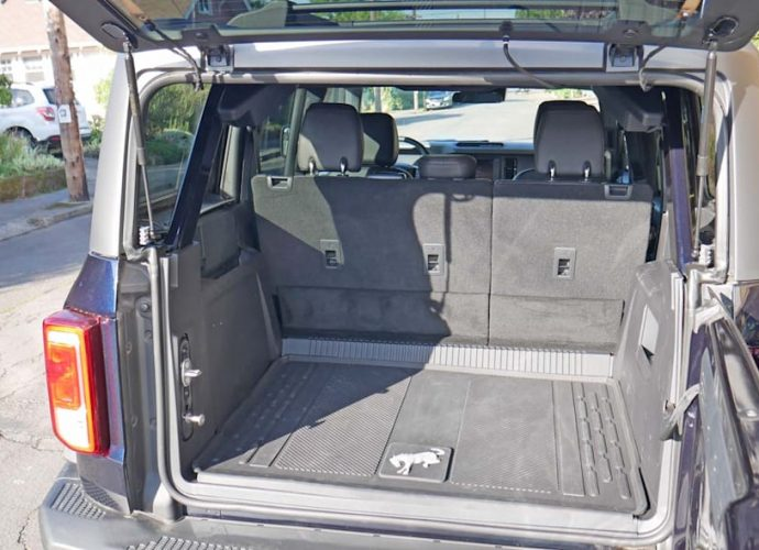 Ford Bronco 4-Door vs Jeep Wrangler Travel Luggage Examination